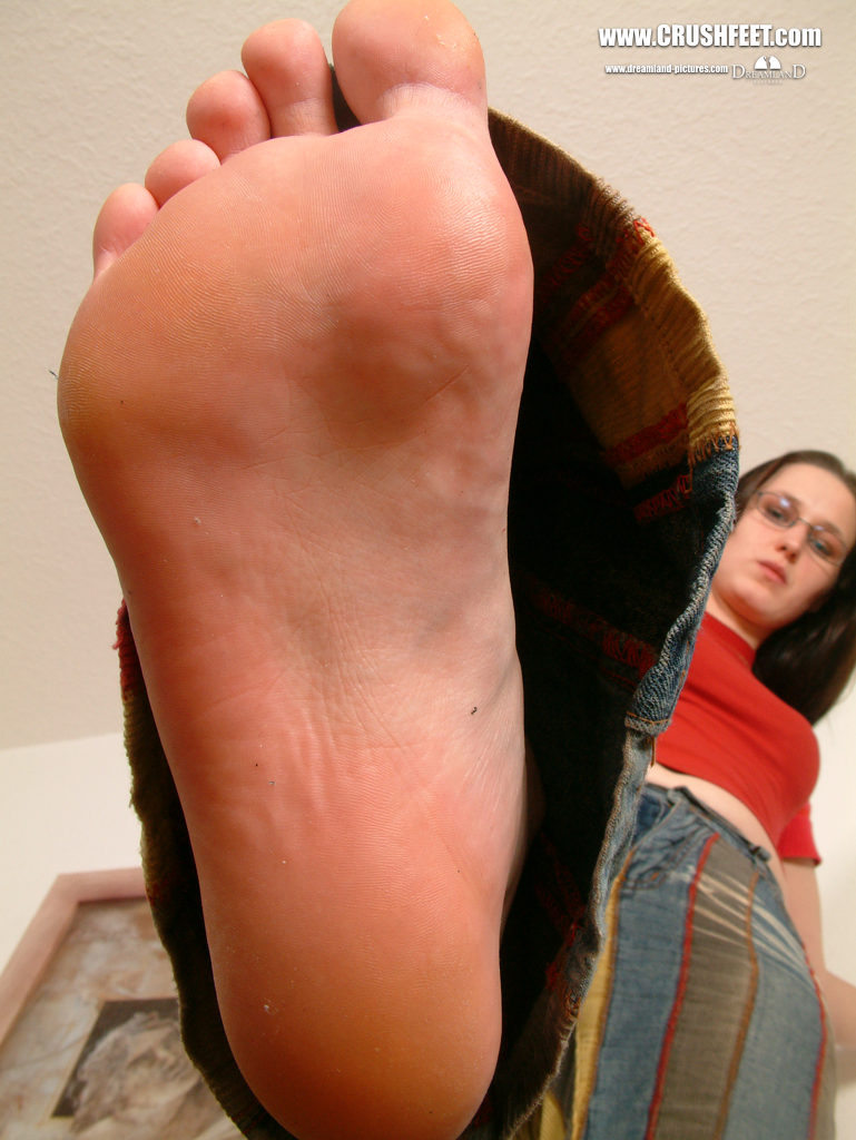 Giantess feet crush
